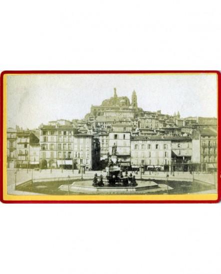 Vue du Puy: fontaine Crozatier et cathédrale et Vierge monumentale