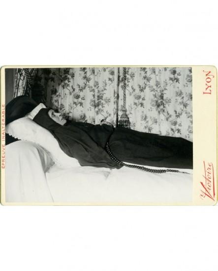 Photo mortuaire d'une femme. Une soeur ?