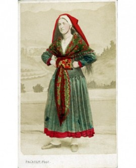 Femme en costume béarnais