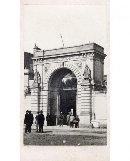 Vue extérieure d'une porte d'entrée de Angers