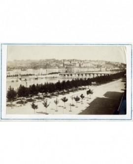 Vue du quai du Rhône à Lyon, au niveau de la passerelle