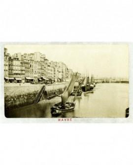 Grand Quai au Havre à marée basse avec bateaux échoués