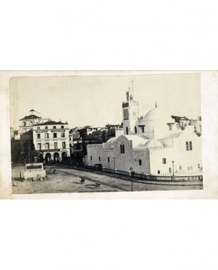 Vue extérieure d'une mosquée à Alger (face au café d'Apollon)