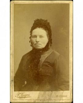 Portrait de femme en bonnet