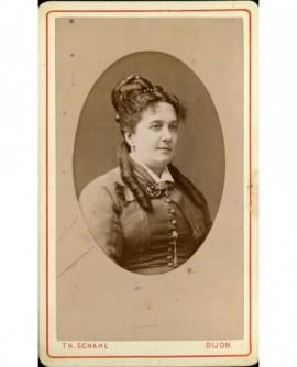 Portrait de femme avec anglaises