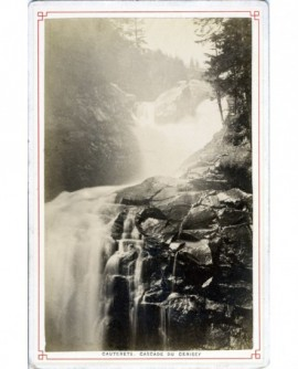 Vue de la cascade du Cerisey à Cauterets (Hautes-Pyrénées)