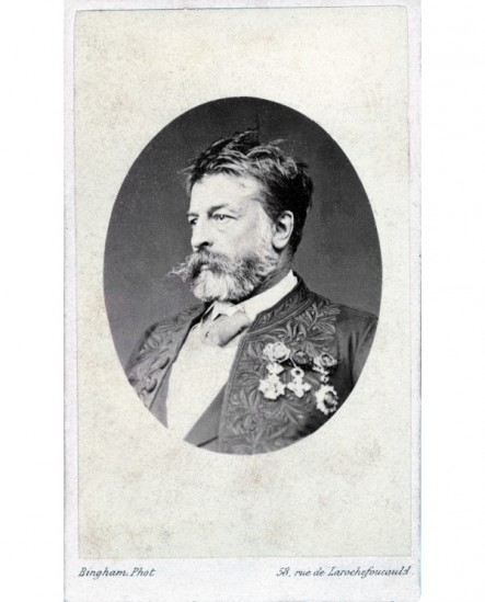 Peintre Meissonnier en habit d\'académicien avec décorations