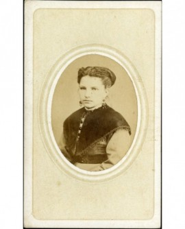 Portrait de jeune femme à la pointe de velours