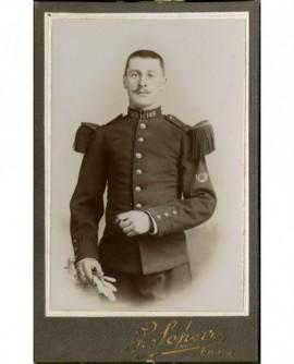 Militaire (chasseur) du 149è, cigarette et gants