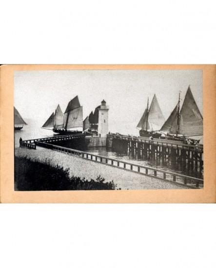 Départ de bateaux de pêche à voiles du port de Tréport