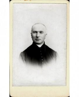 Portrait d'un homme semblant être un ecclésiastique