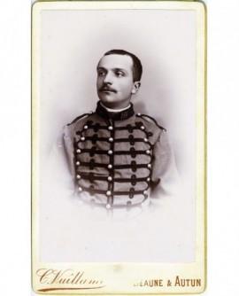 Portrait d'un militaire moustachu du 16è, tête nue