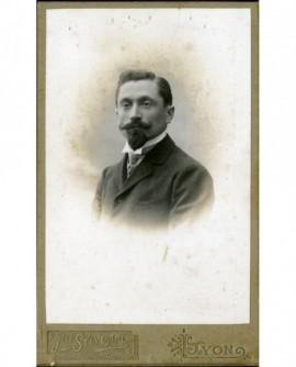 Portrait d'un homme à bouc et moustache