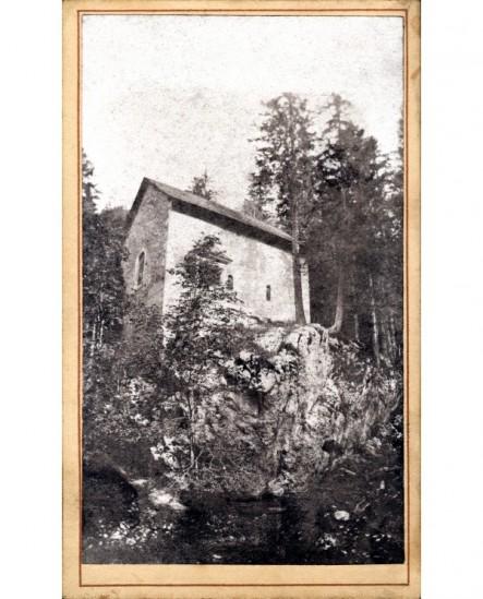 Chapelle Saint-Bruno sur un rocher près de la Grande Chartreuse