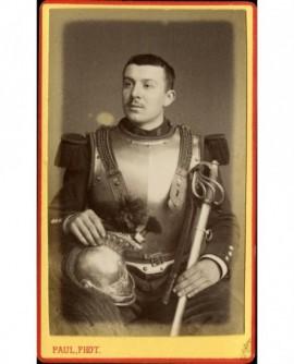 Militaire du 6è cuirassiers assis, (Frédéric Peyret)