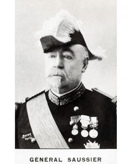 Général Saussier avec décorations. militaire