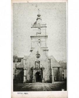 Vue extérieure d'une petit église