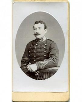 Portrait d'un militaire en médaillon
