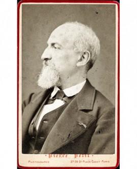 Homme chauve barbu de profil. Marmontel