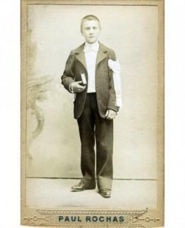 Garçon avec brassard de communiant. Georges Laroche