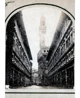 Perspective de la fabrique des offices à Florence (Italie) (b)
