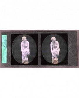 Femme nue. Statue de M. Pradier (a)