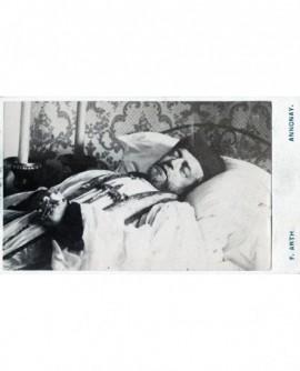 Prêtre (ou pope) sur son lit de mort. photo mortuaire