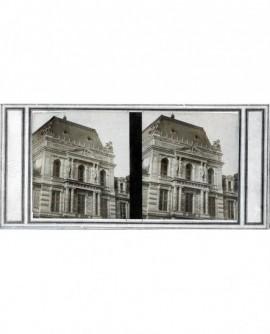 Vue extérieure du Louvre. Paris (a)