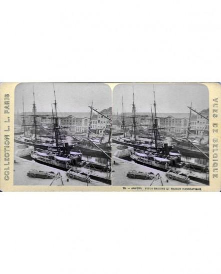 Vue des bateaux dans le port de Anvers (a)