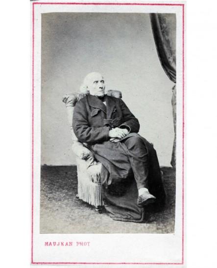 Homme politique assis. François Guizot