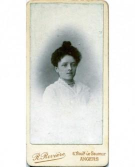 Portrait d\'une femme. Annie