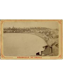 vue générale de Granville, prise de la baie