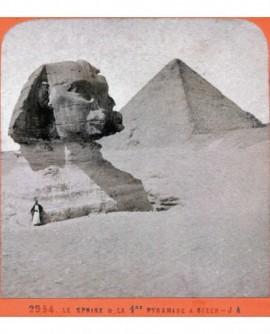 Egypte. Le sphinx et la 1ere pyramide à Sizen (b)