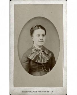 Portrait d'une femme à jabot plissé