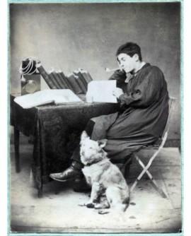 autoportrait photographe Deplace avec chien. appareil photo