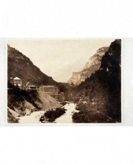 Vue extérieure des environs de Pau. montagne, pont ...