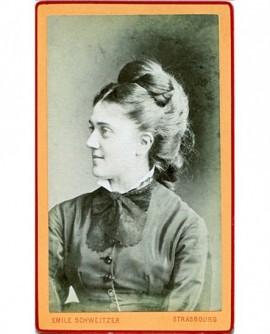 Portrait d\'une femme. E. Robert