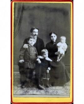 Famille avec parents et enfants