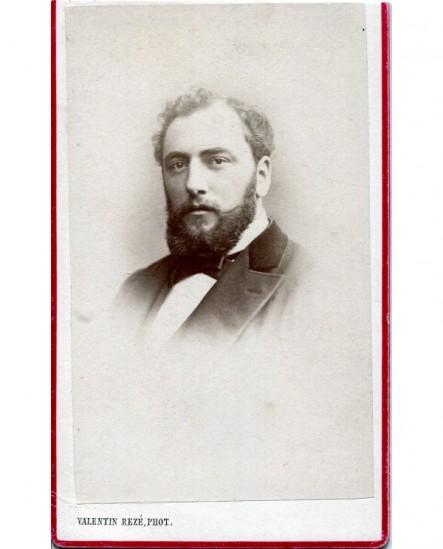 Portrait d\'un homme barbu