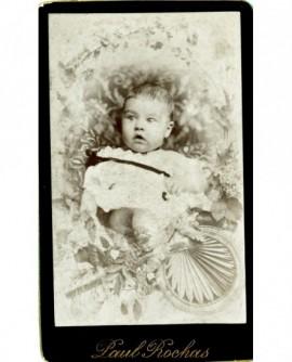 Bébé dans une corbeille. Joséphine Jamet