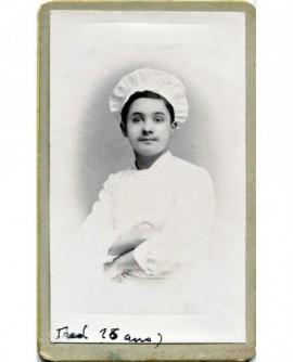 Portrait d'un cuisinier avec sa toque. Fred