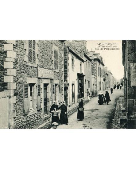 Façade du studio photo de Paimpol avec bretonnes en tenue traditionnelle