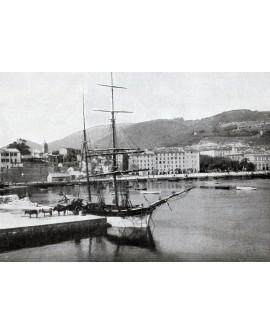 Bateau au quai à Ajaccio