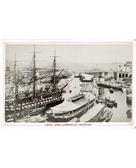 Port militaire de Brest. Bateau trois mats et ses canons
