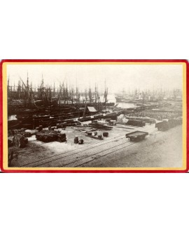Port de Arles vers 1880 avec ses bateaux à voile