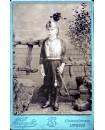 Enfant en tenue compléte de cuirassier. militaire