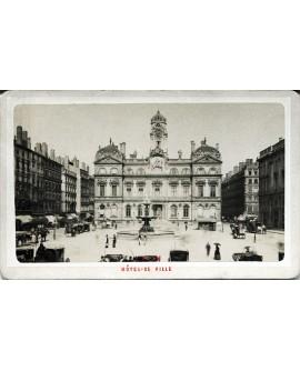 Lyon. Hôtel de ville et place des Terreaux. 1880