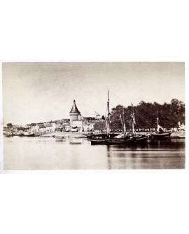 Vue générale de Libourne avec bateaux