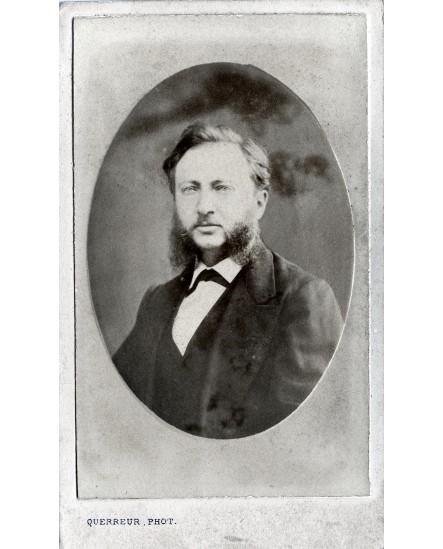 Portrait d'un homme avec moustache et rouflaquettes