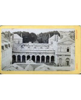 Vue extérieure d'un cloître à Montluçon